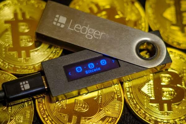 Crypto2win image ledger nano s bitcoin wallet 600x400 1